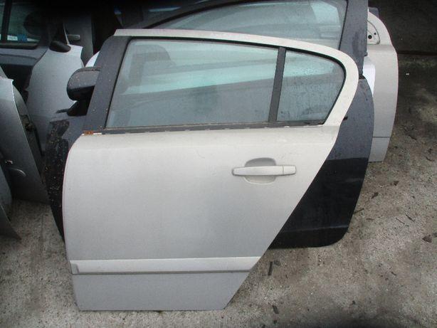 Opel Astra III H Z167 drzwi lewe tylne lewy tył