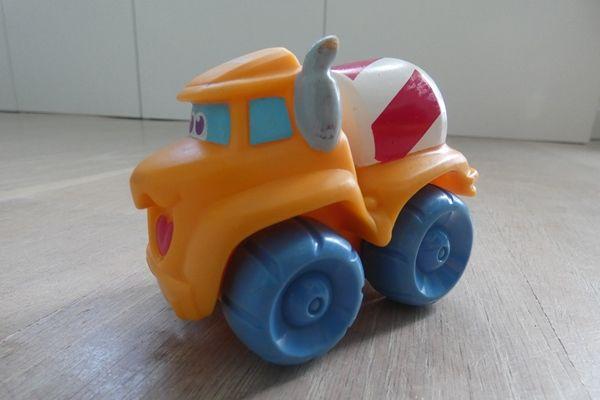 Samochodzik dla najmłodszych - betoniarka firmy Tonka