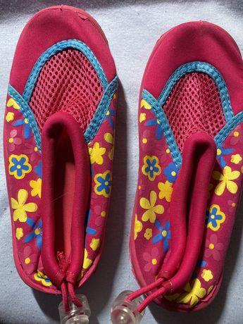Для девочки коралки обувь для плавания
