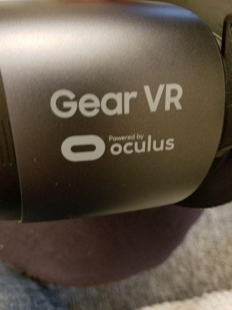 Виртуальные очки Samsung VR