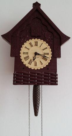 Stylowy wiszący zegar z kukułką