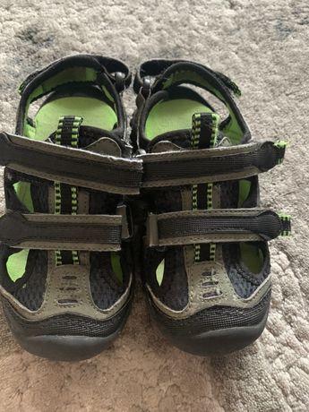 Літні сандалі  босоножки закриті