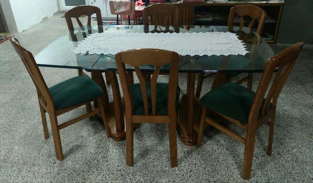 Mesa de jantar em vidro da ARC + Móvel sala da ARC