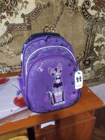 Продам рюкзак в школу для девочки