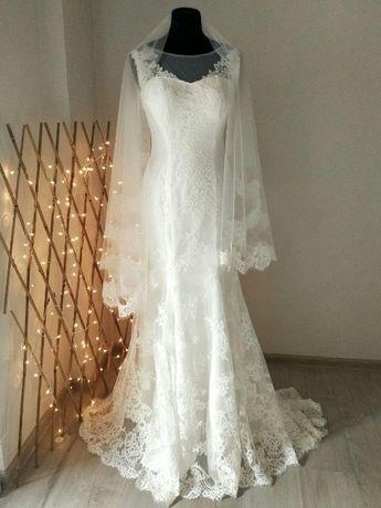 Свадебное платье со шлейфом и фатой напрокат