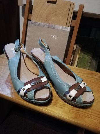 Sandały koturn 36