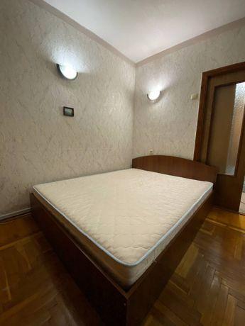 Срочно! Нивки. Продажа двухспального матраса 180/200 с кроватью
