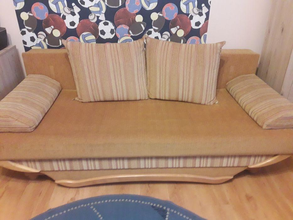 Sofa rozkładana z poduchami Leżajsk - image 1