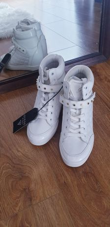 GUESS sneakersy biale 39 koturny
