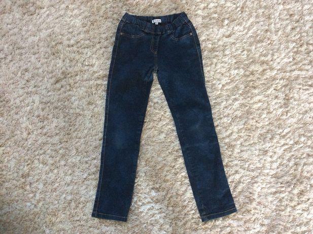 Джинсовые штаны для школьницы 7-9 лет.