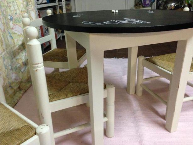 Conjunto de mesa infantil e 4 cadeiras tamanho de criança