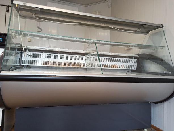Продам морозильную витрину 10 000 грн