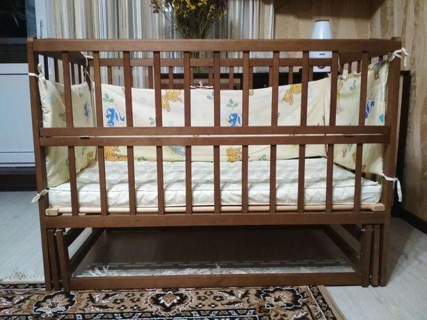 Детская кроватка с маятником+ матрас+ бортики и балдахин