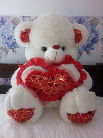 М'яка іграшка ведмідь з блискучим серцем