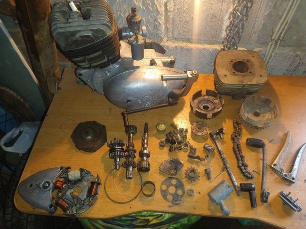 Silnik wsk 125 z dodatkowymi częściami