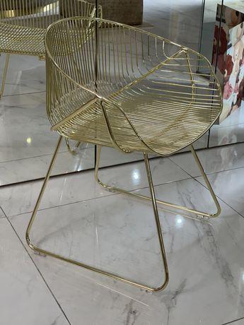 Cadeira dourada de decoração