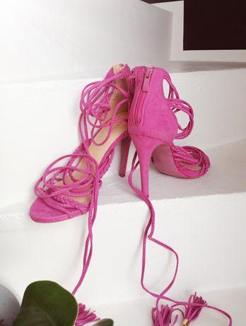 Sandałki wiązane 37