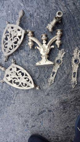 Stare żelazka i świeczniki