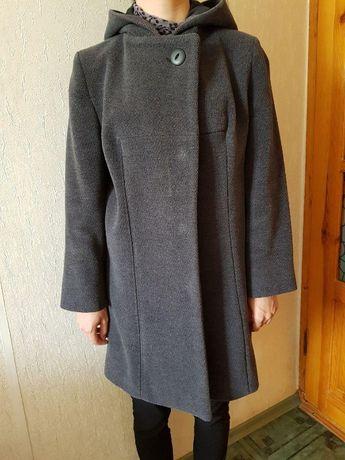 Отличное пальто из добротного чистошерстяного драпа