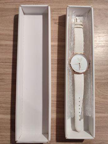 Женские часы Хамелеон от фирмы Mary Kay...