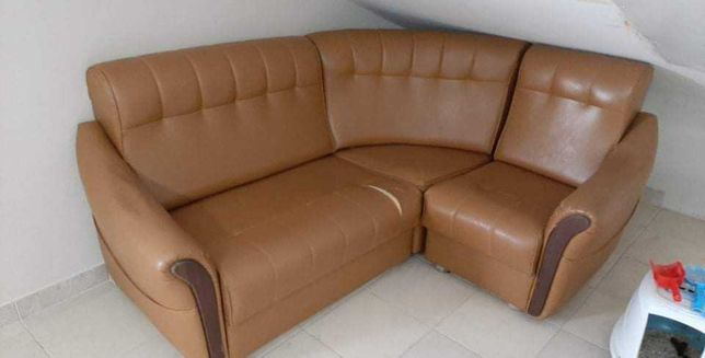 Sofá de canto em napa