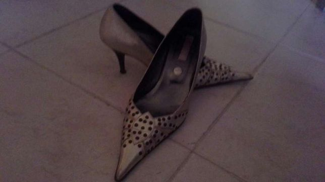 Sapatos de salto em pele nr 38.