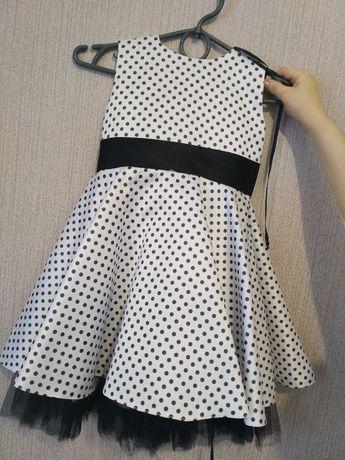 Выпускное платье стиляги белое атласное пышное горох