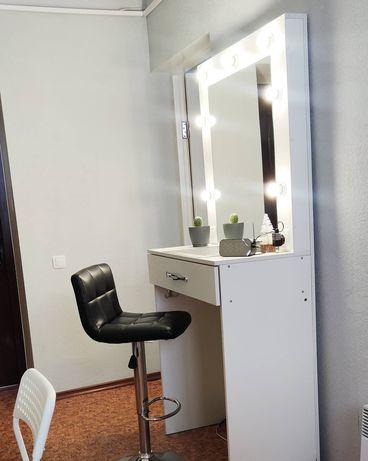 Продам столик с зеркалом для визажиста или бровиста