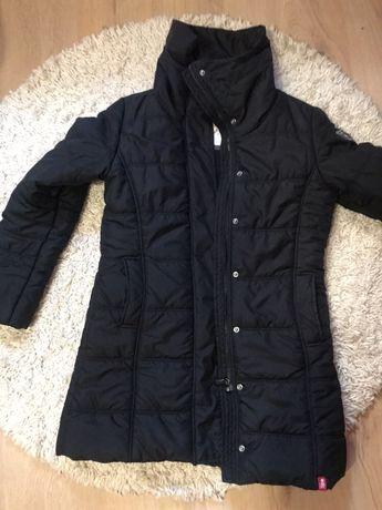 Утепленная курточка черного цвета