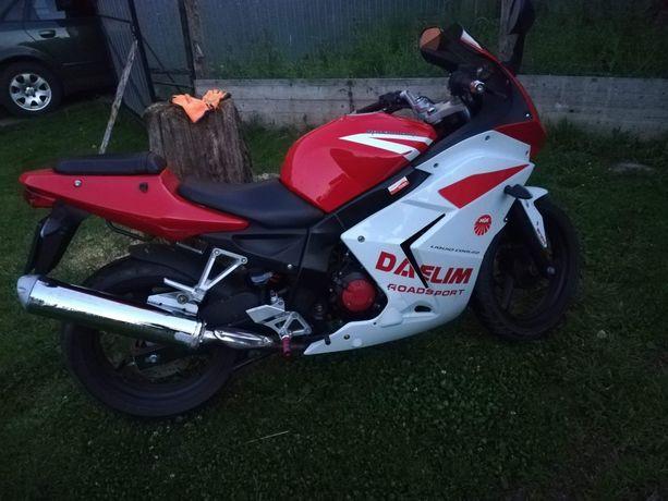 Motocykl Daelim ścigacz