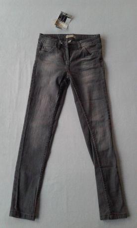 Spodnie dziewczęce jeansy rurki 140.