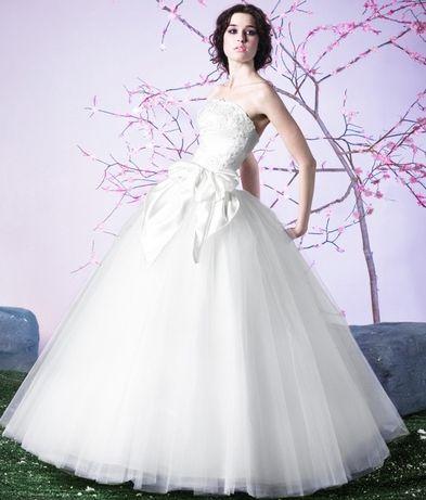 Весільна сукня (в комплекті під'юбник)