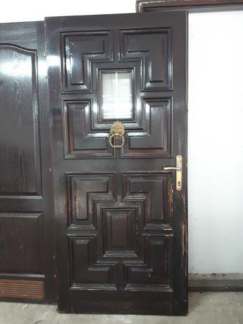 Drzwi zewnętrzne drewniane z ościeżnicą
