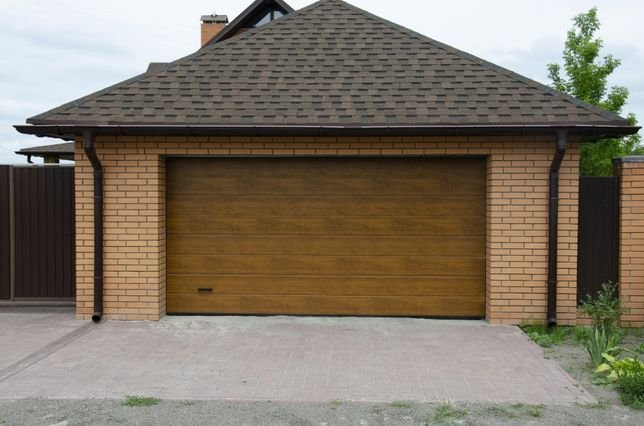 Producent Brama garażowa segmentowa Bramy garażowe przemysłowe3,07*2