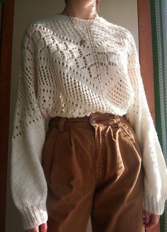 Ażurowy sweter robiony ręcznie