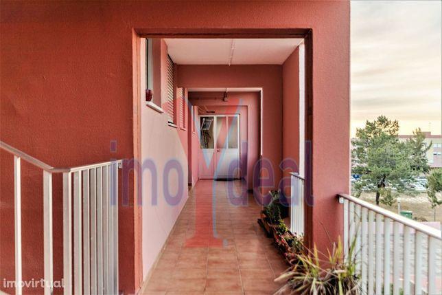 Excelente apartamento T3 Remodelado, bairro das Panteras em Vila Nova