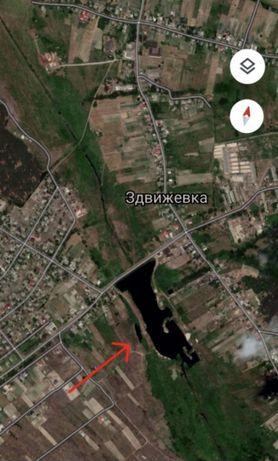 Участок у озера под Киевом