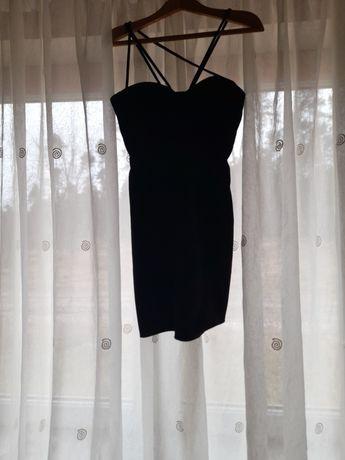 Czarna sukienka na ramiączkach