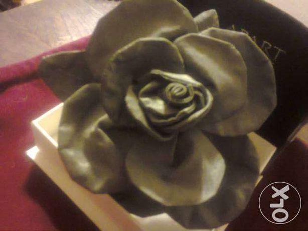 broszka z tafty w kształcie róży