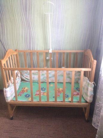 Дитяча кроватка.