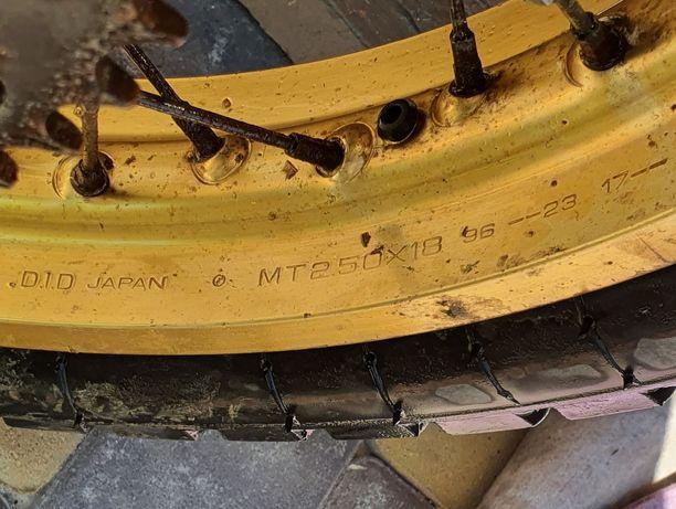 Заднє колесо з резиною