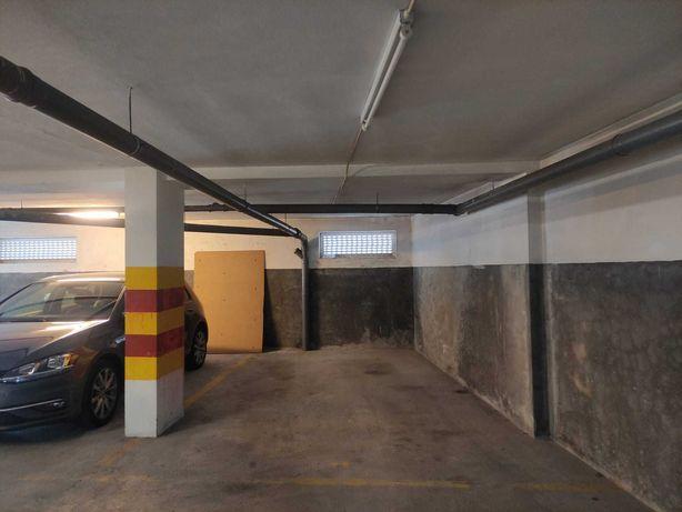 Garagem junto ao Hospital de São João. A 5 minutos a pé