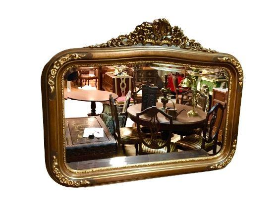 Grandioso espelho antigo em talha dourada