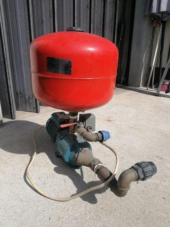 Bomba de água com balão de pressão