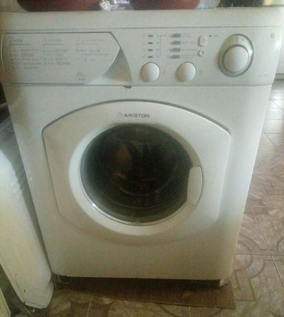 Продам стиральную машину на запчасти ARISTON AVL 1000