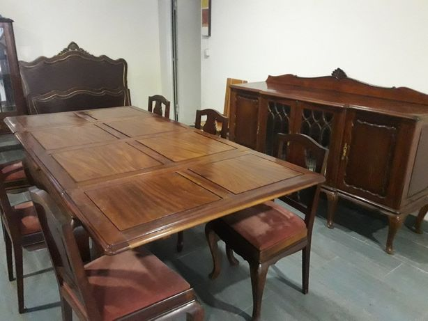 Conjunto de mesa extensiva com 6 cadeiras