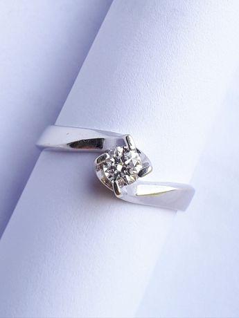 Продам Золотое кольцо с Бриллиантом (белое золото)