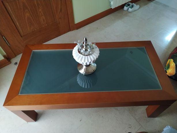 Mesa de centro de sala com gaveta.