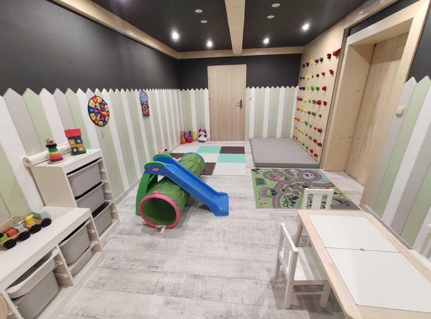 Wakacje - duży ogród, plac zabaw, sala zabaw dla dzieci.
