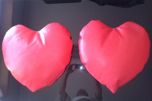 2 Almofadas em pele sintética - formato coração